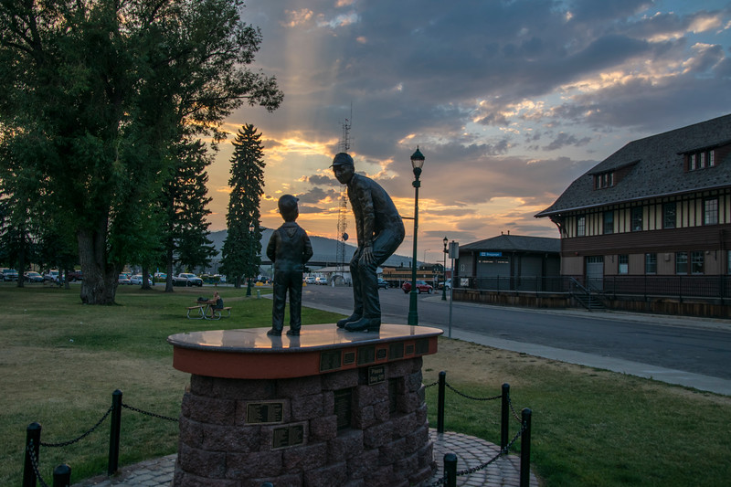 Bronze sculpture of railroader and kid, Whitefish MT