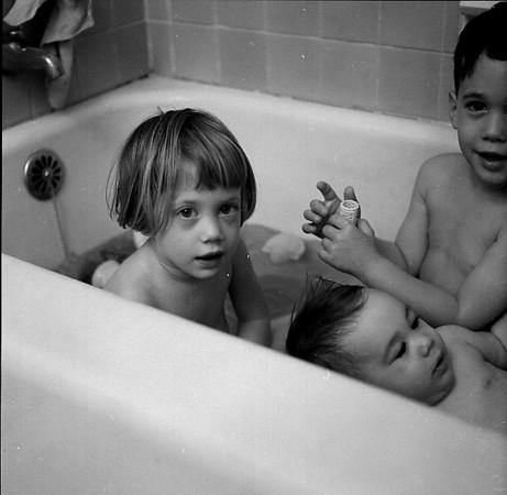kidsinbath1963c