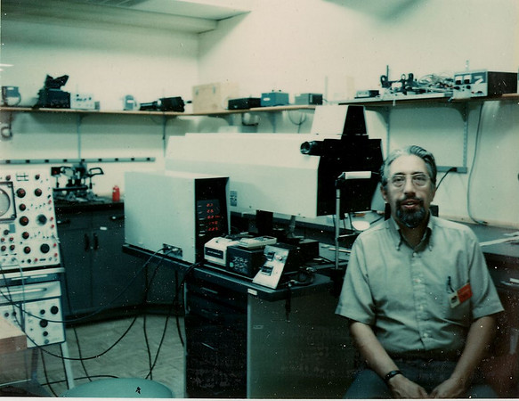 Joe in AOlab, 1972a