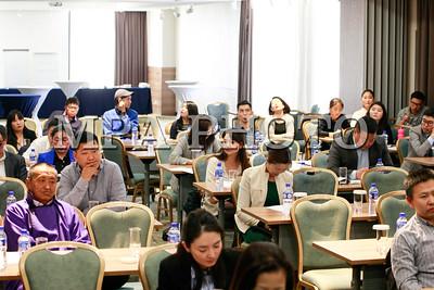 """2019 тавдугаар сарын 09. ХНХЯ, Хөгжлийн бэрхшээлтэй иргэдийн хөгжлийн ерөнхий газар, """"Улаанбаатар хот дахь хөгжлийн бэрхшээлтэй иргэдийн нийгмийн оролцоог дэмжих төсөл""""-өөс мэдээллийн хүртээмжийн семинар зохион байгууллаа.ГЭРЭЛ ЗУРГИЙГ Г.ӨНӨБОЛД /МРА"""