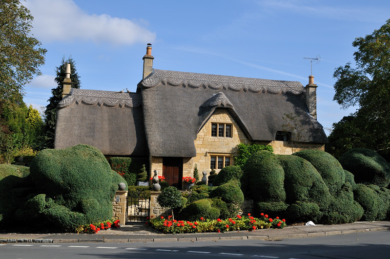 Thatch roofed house - Chipping Campton, England
