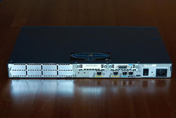 Cisco 2611 back