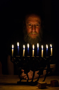 Benching lichtlach, Last night of Chanukah