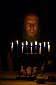 Benching lichtlach, Last night of Chanukah