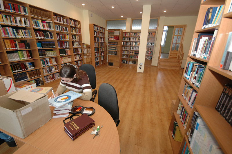 Library of ERSU. Students can also receive our books by mail. These resources are also made available to our Presbyterian and Reformed pastors.