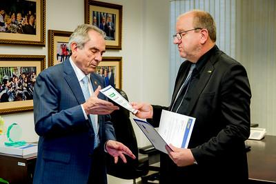 Hugo Lembeck e Senador Raimundo Lira recebe Prêmio da Confederação Nacional dos Municipios1
