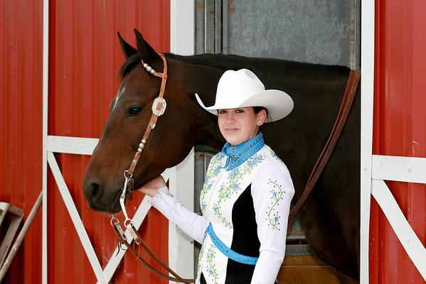 Annah Senior Horse Pics