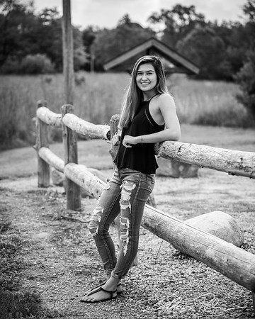 Zoe Hall Senior Photos BW Vig-9514