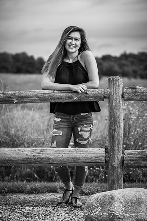 Zoe Hall Senior Photos BW Vig-9500