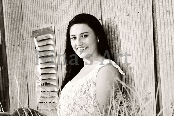 Carly J (27)bw