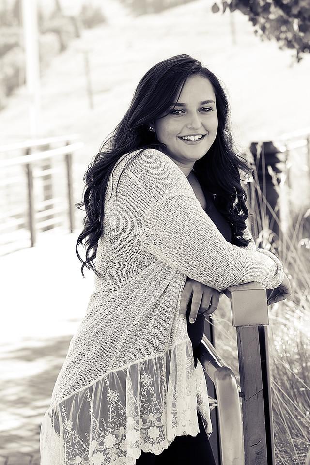 Kendall V  (35)bw