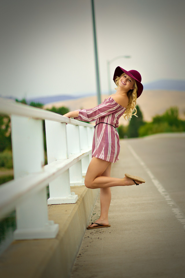 love this cute shot on the long Bridge with her burgudy hat