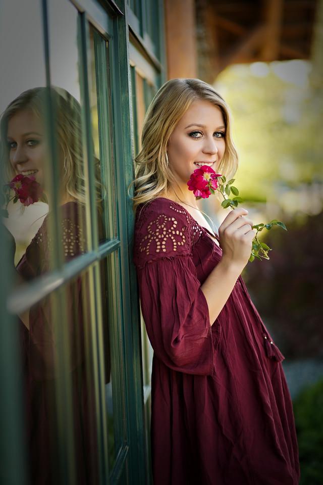 Such a beautiful burgundy summer dress