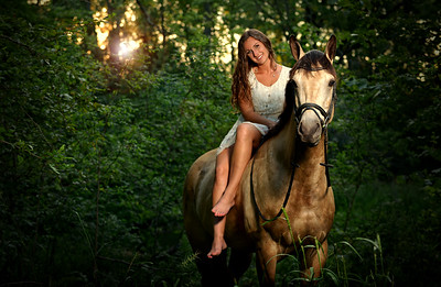 Having your horse included in your senior portraits is always encouraged and help capture YOU! We specialize in on location photography which makes including your horse or pet in your photos convenient for you.