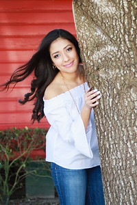 2017_Nahomy-Ibarra_Senior-Photos-096-Edit_Up-to-8x10