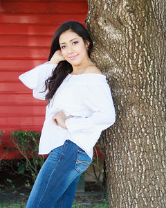 2017_Nahomy-Ibarra_Senior-Photos-117-Edit_Up-to-8x10