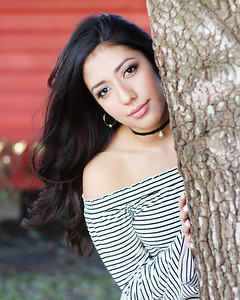 2017_Nahomy-Ibarra_Senior-Photos-140-Edit_Up-to-8x10