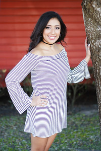 2017_Nahomy-Ibarra_Senior-Photos-154-Edit_Up-to-8x10