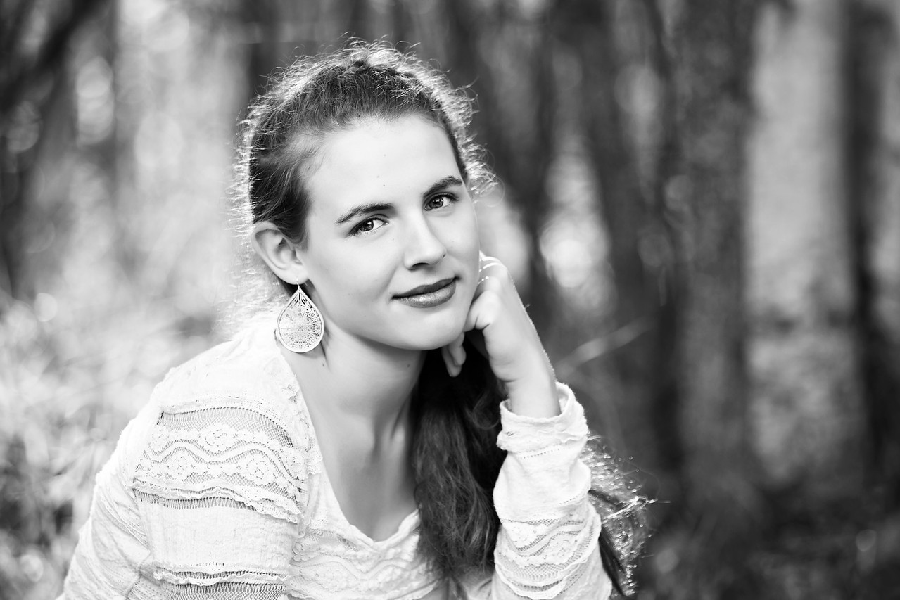 Caitlin_Senior_Sept3-2016__075 B&W