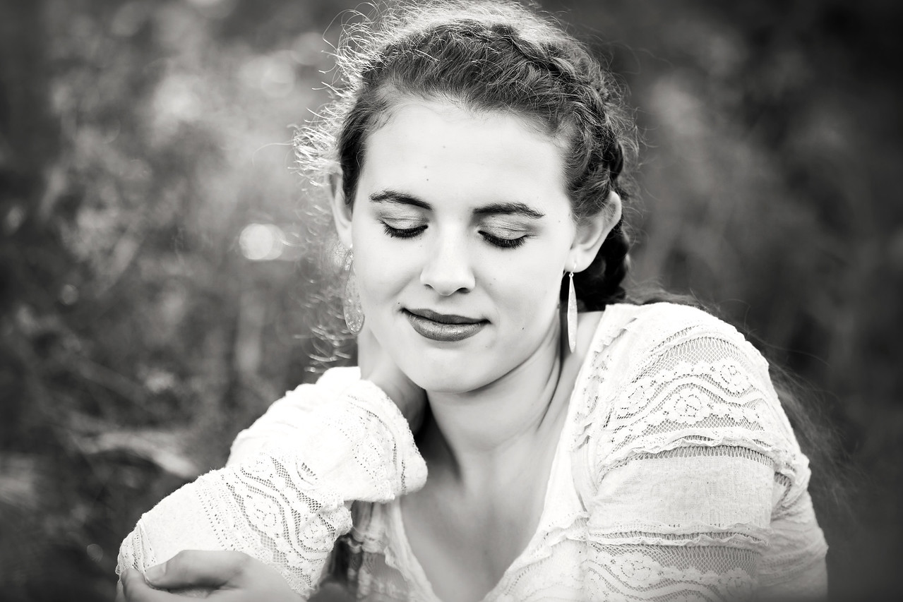 Caitlin_Senior_Sept3-2016__134 B&W