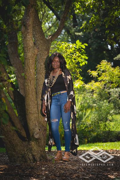 Madison Young Senior Portrait-08311