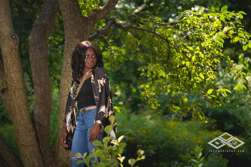 Madison Young Senior Portrait-08312