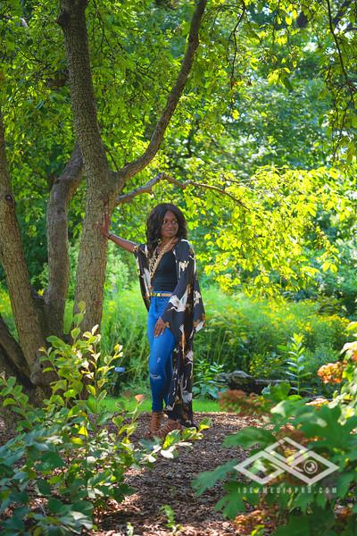 Madison Young Senior Portrait-08320-Edit