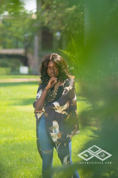 Madison Young Senior Portrait-08328