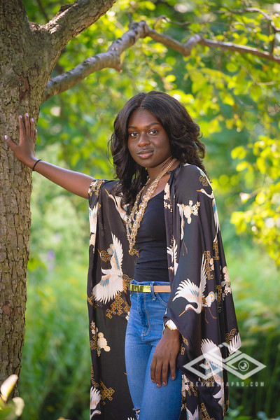 Madison Young Senior Portrait-08314