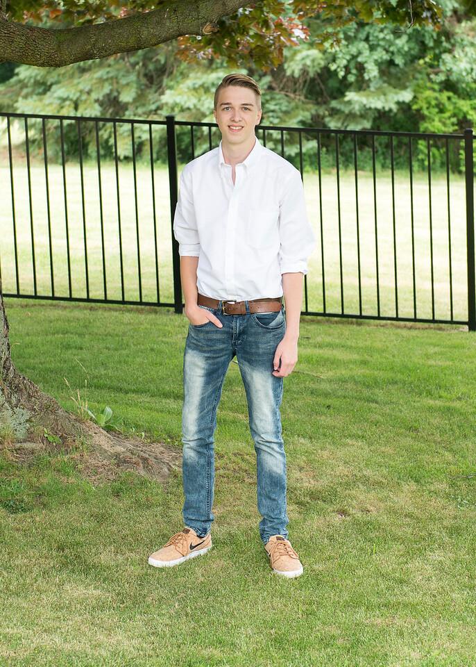 Patrick-Munson-Senior2017-086