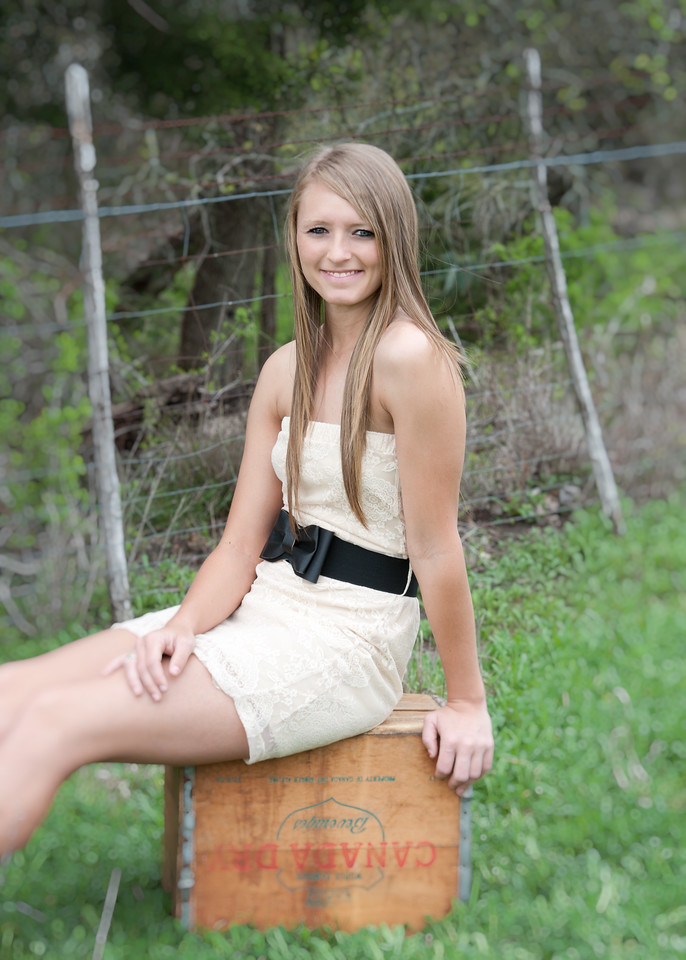 Tealey_Senior-12- 25619_15-Edit