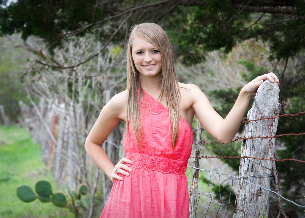 Tealey_Senior-12- 25570_15-Edit