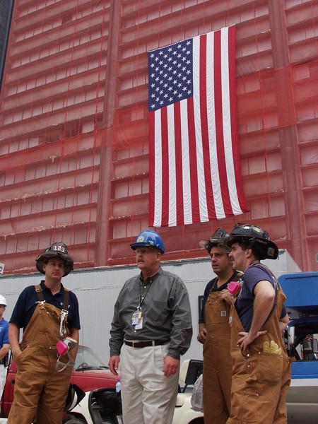 DR-1391-NY<br /> FEMA Dir Joe Allbaugh vistes with FDNY.