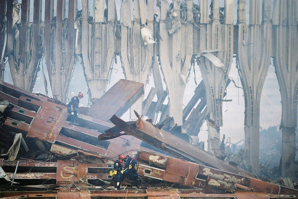 9-21-2001<br /> New York, NY<br /> US&R conduct a search at ground zero