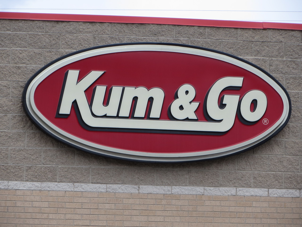 Day 3 (363 miles):  There's two commercial staples of the west that I love to see.  The first is the 'Sinclair' station with the dinosaur; the other is the poorly named 'Kum and Go'.  The 13 year old in me giggles every time he sees it.