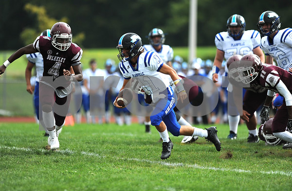 9/16/2017 Mike Orazzi | Staff Plainville's Frank Griffin (11) on his way to a TD against HMTCA/Weaver's during Saturday's football game in Hartford.