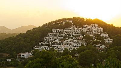 Sunsetting behind the Cala Llanga hills