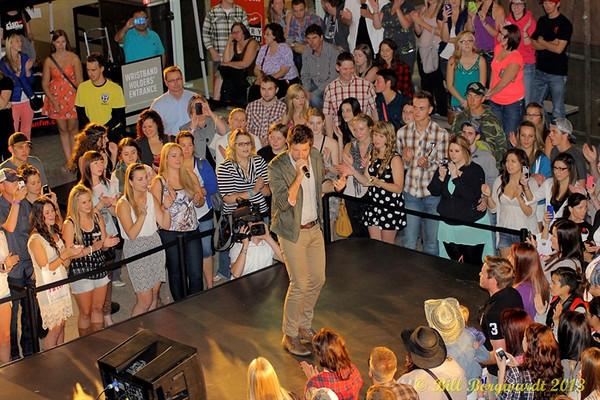 September 10, 2013 - Brett Eldridge at West Edmonton Mall