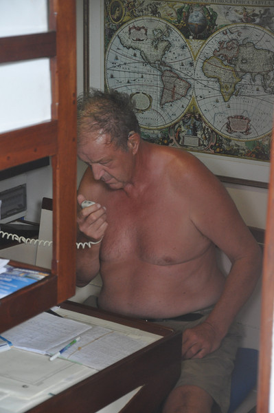 Skipper Graham is speaking to Miss Tippy, the 55' yacht which came out from the San Blas Islands and led us in to safety