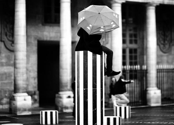 Les Colonnes de Buren, Paris, 2011