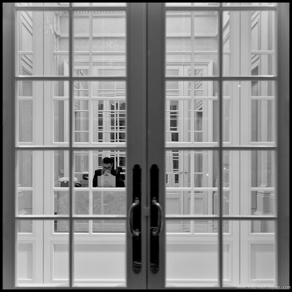Multiple doors, Maison Dior, Paris, 2015