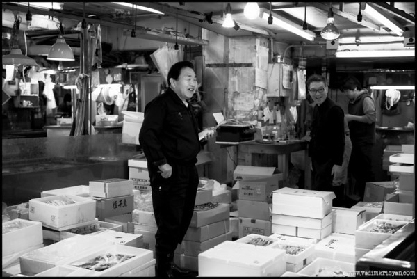 Preparing fishes for retail, Tsukiji Markets, Tokyo,2014