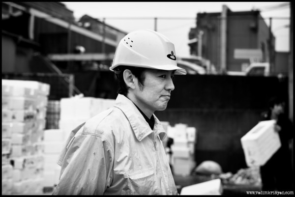 Supervising the on-site Styren reclycing process, Tsukiji, Tokyo,2014