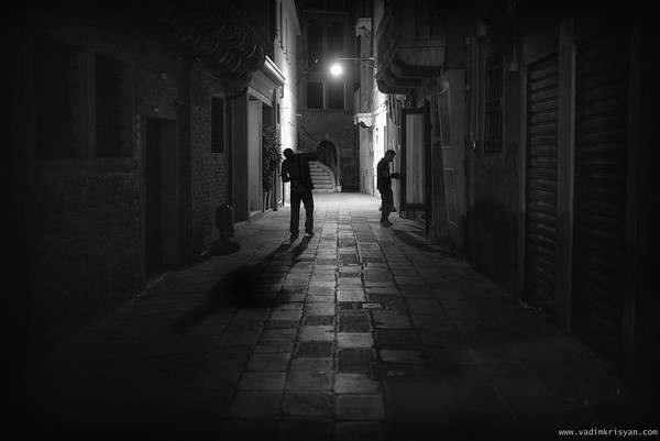 Calle at Night, Venice, 2016