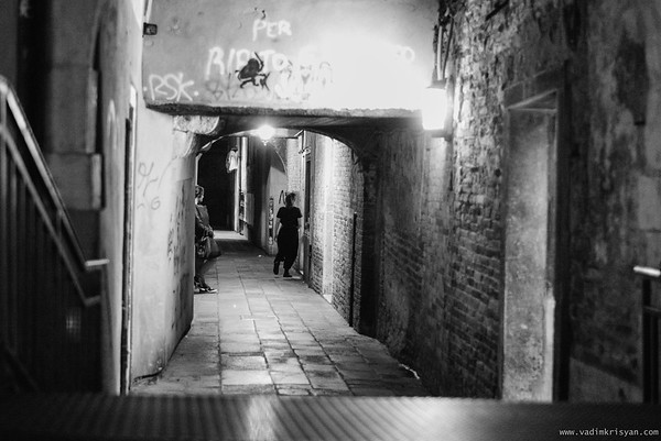 Calle at Night, San Polo Sestiere, Venice, 2016