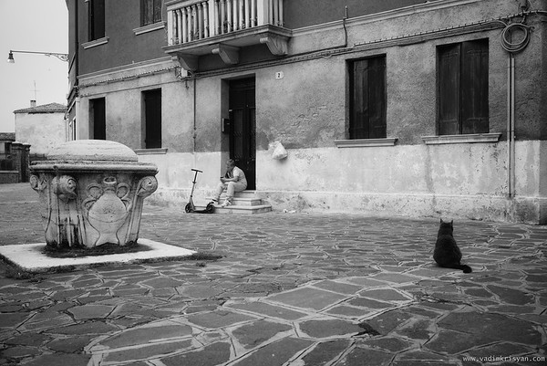 The kid and the Cat, Murano, Venice,2016