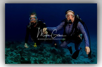 Divers Holding Hands (2)