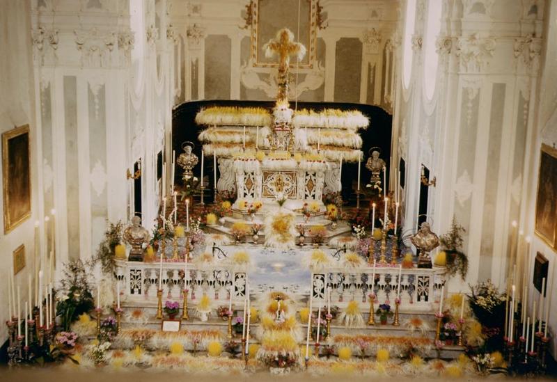 Sestri Levante: Maundy Thursday, altar of repose in the church San Pietro in Vincoli, in the sixties.<br /> <br /> Sestri Levante, altare della reposizione il Giovedì Santo negli anni Sessanta nella chiesa di San Pietro in Vincoli.