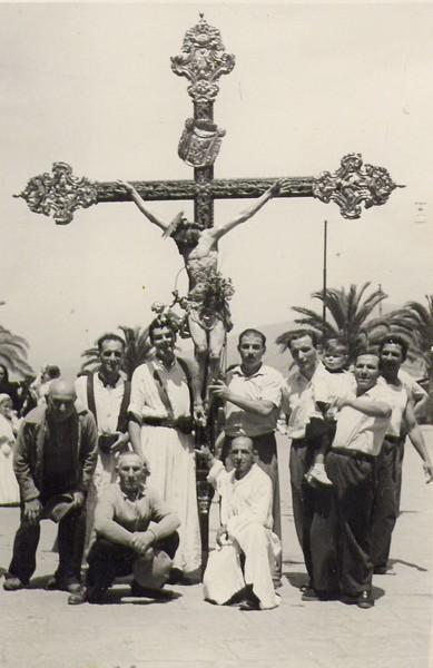 Sestri Levante: Cross bearers (1952)<br /> <br /> Sestri Levante: i portatori del Crocifisso.