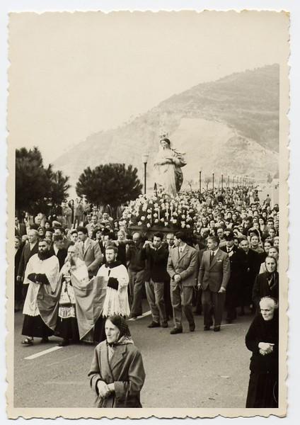 Sestri Levante: procession for the Immaculate Conception in the Fifities.<br /> <br /> Sestri Levante: processione per l'Immacolata Concezione negli anni Cinquanta.